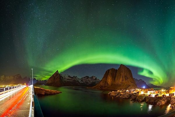 Insulele Lofoten Norvegia aurora boreala