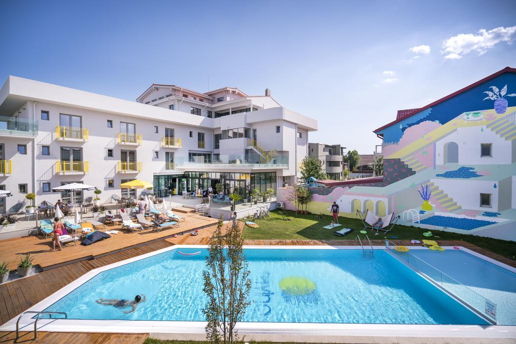 Nayino Resort Hotel piscina cazare