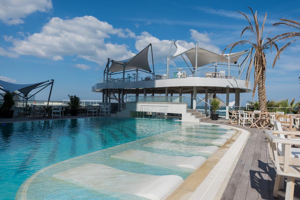 cazare piscina White Tower Mamaia