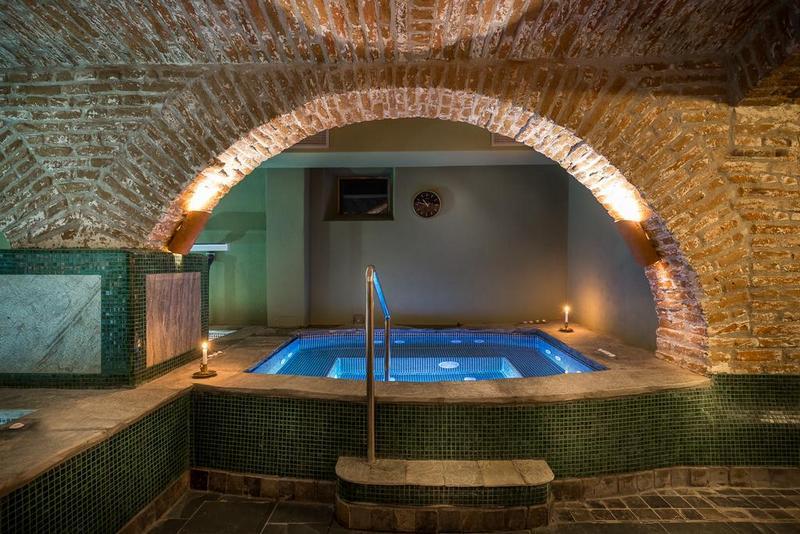 piscina interioara hotel daniel